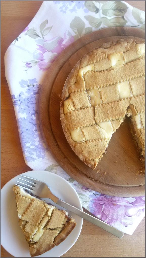 Crostata-di-avena-con-confettura-di-fragole-mousse-al-formaggio