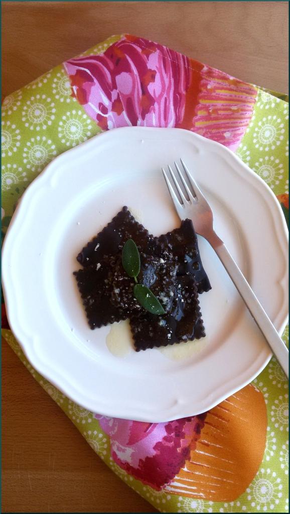 Tortelli-di-zucca-con-sfoglia-al-cacao