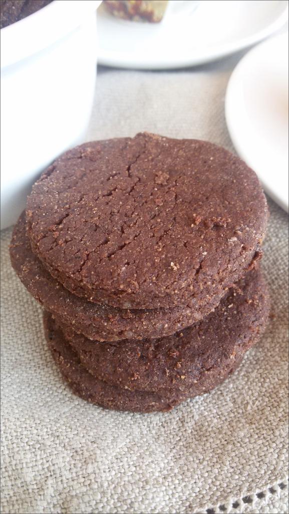 Biscotti-di-farro-e-quinoa-con-arancia-e-cacao