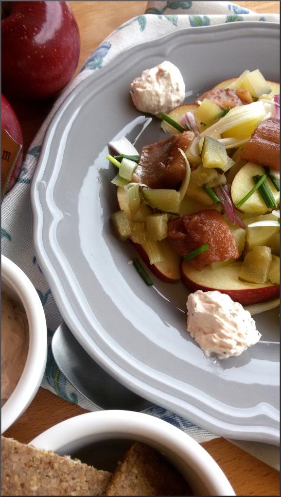 Insalata-di-patate-con-aringhe-e-mele