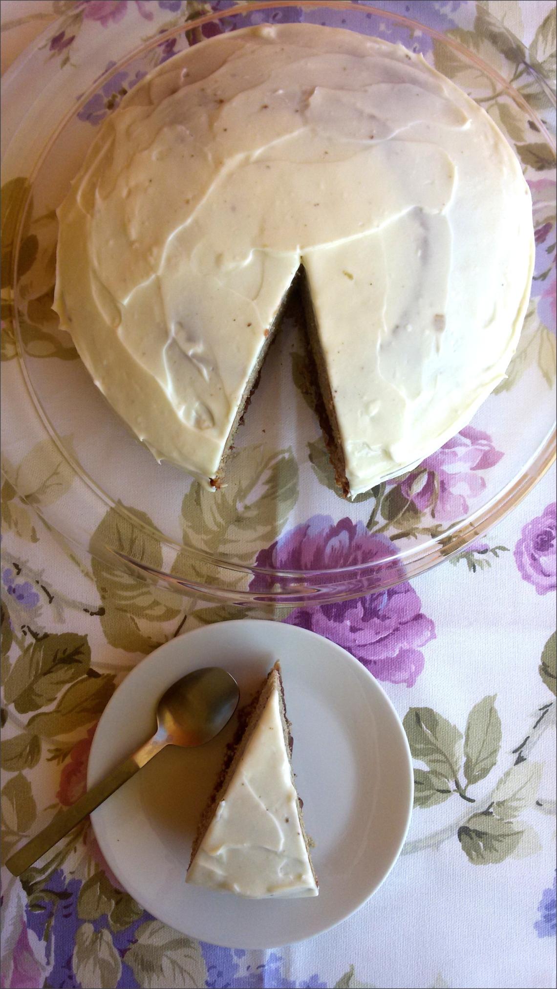 Torta-di-grano-saraceno-con-confettura-di-fragoline-di-bosco-e-frosting-al-formaggio