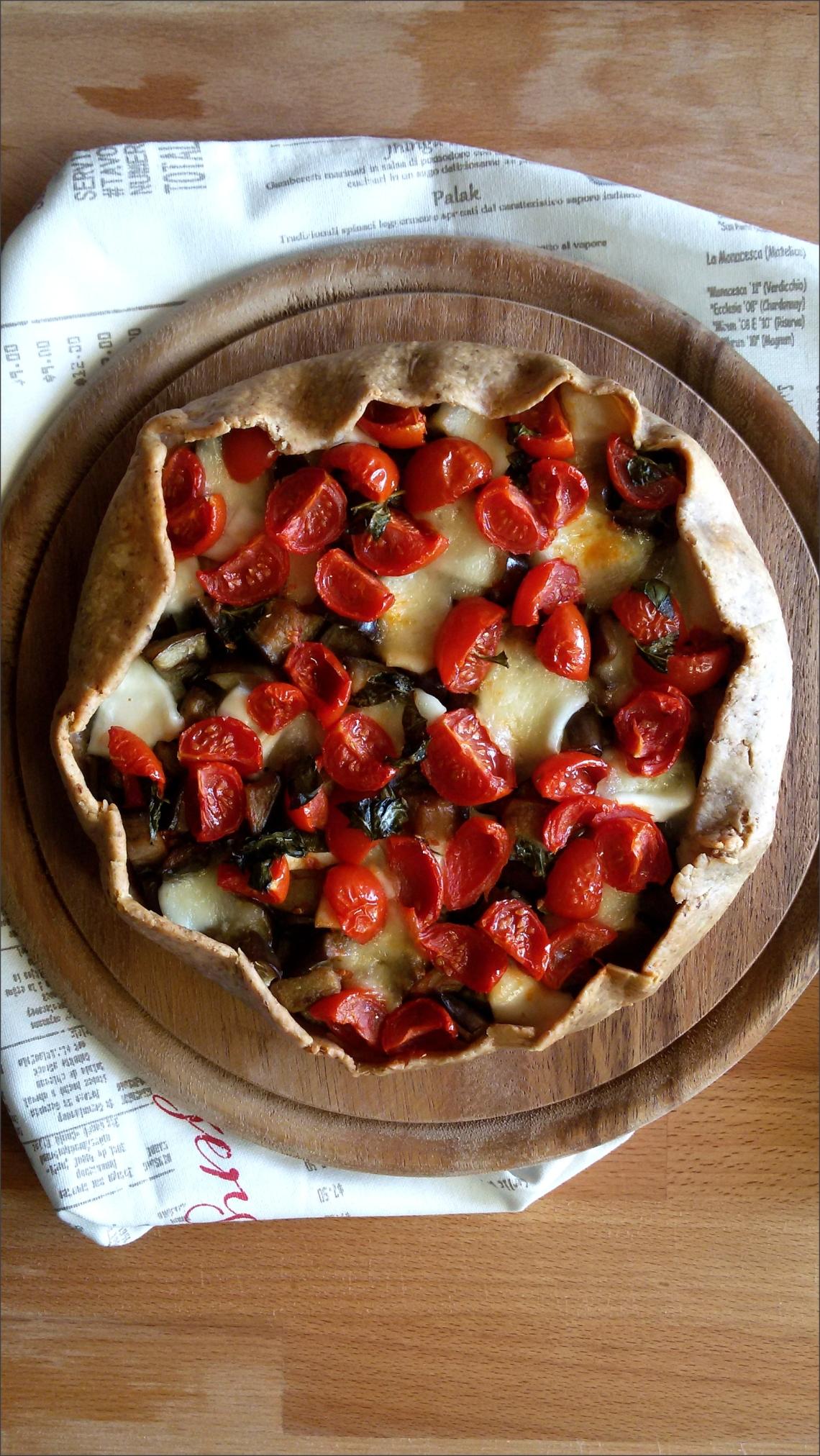 Torta-salata-di-nocciole-con-melanzane-e-pomodorini
