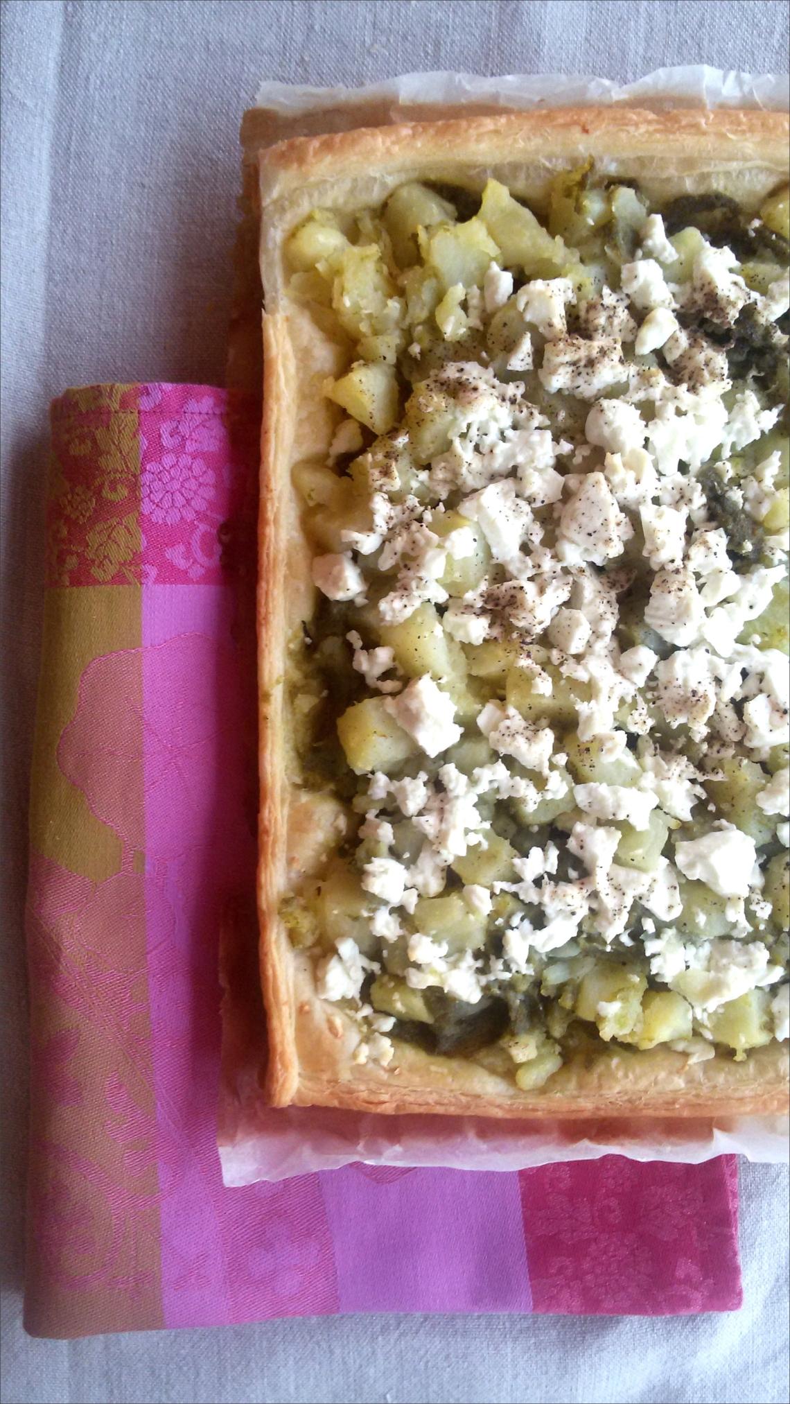 Torta-salata-con-patate-basilico-e-feta