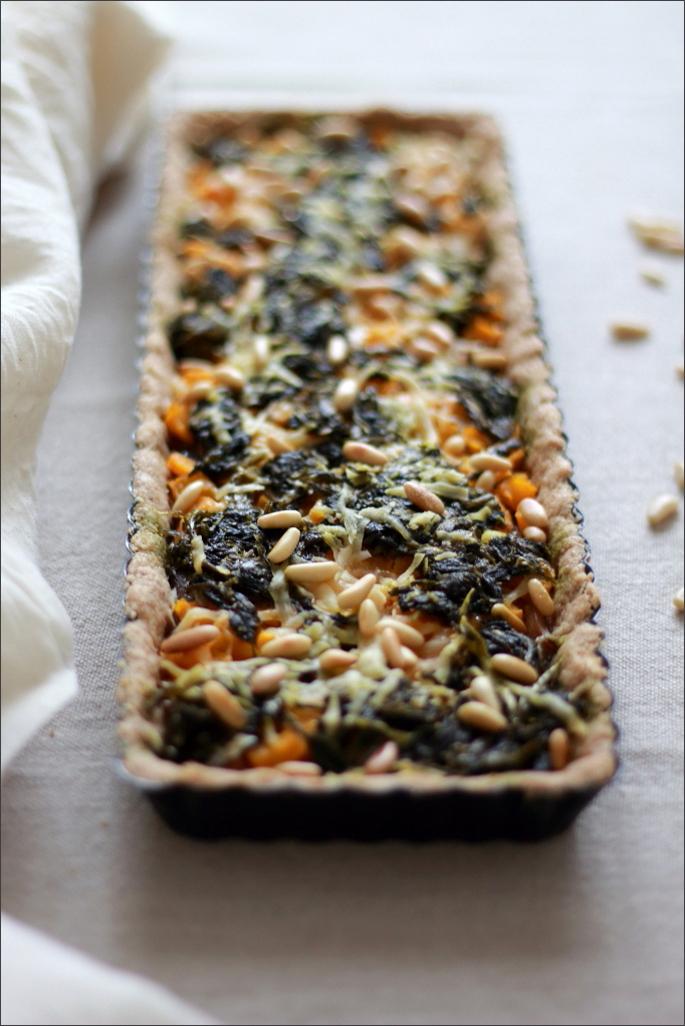 Torta-salata-di-avena-con-funghi-cardoncelli-zucca-ed-erbette