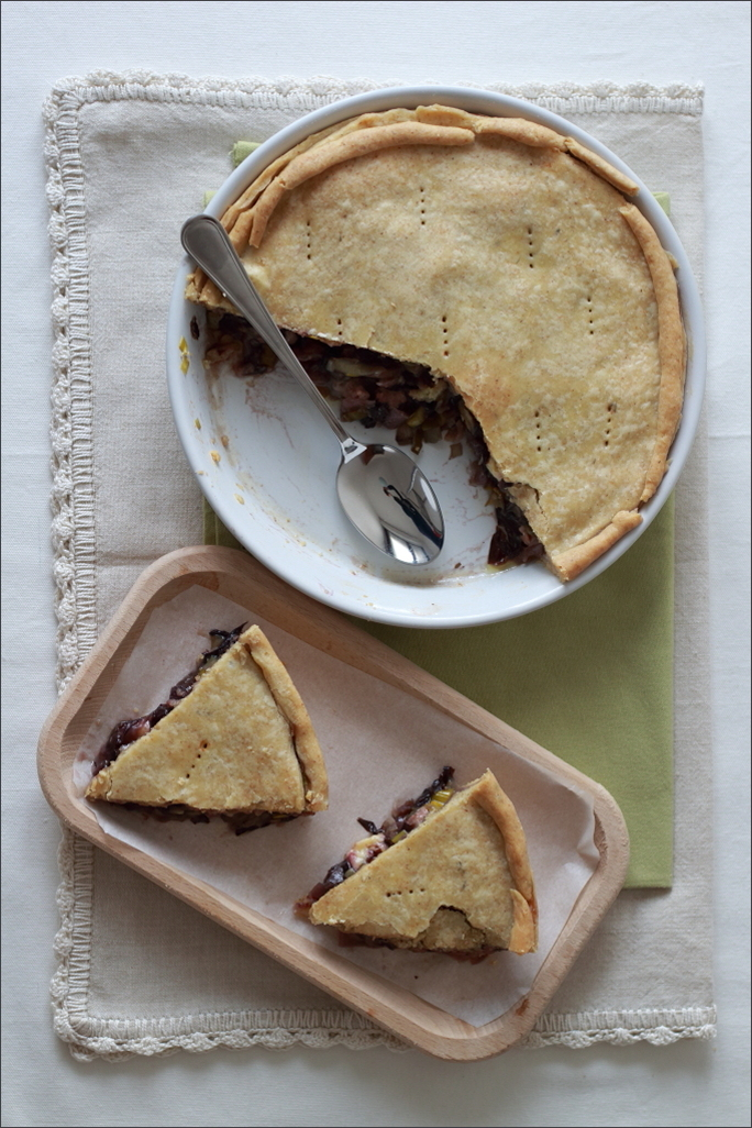 Torta-salata-con-radicchio-salsiccia-e-cheddar-affumicato
