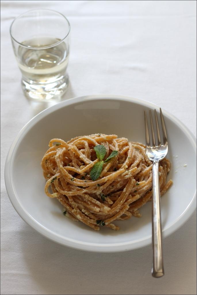Spaghetti-alla-chitarra-con-lime-menta-e-zenzero
