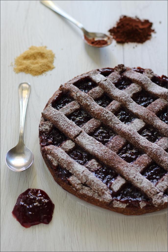 Crostata-al-cacao-e-amaranto-con-confettura-mirtilli-rossi