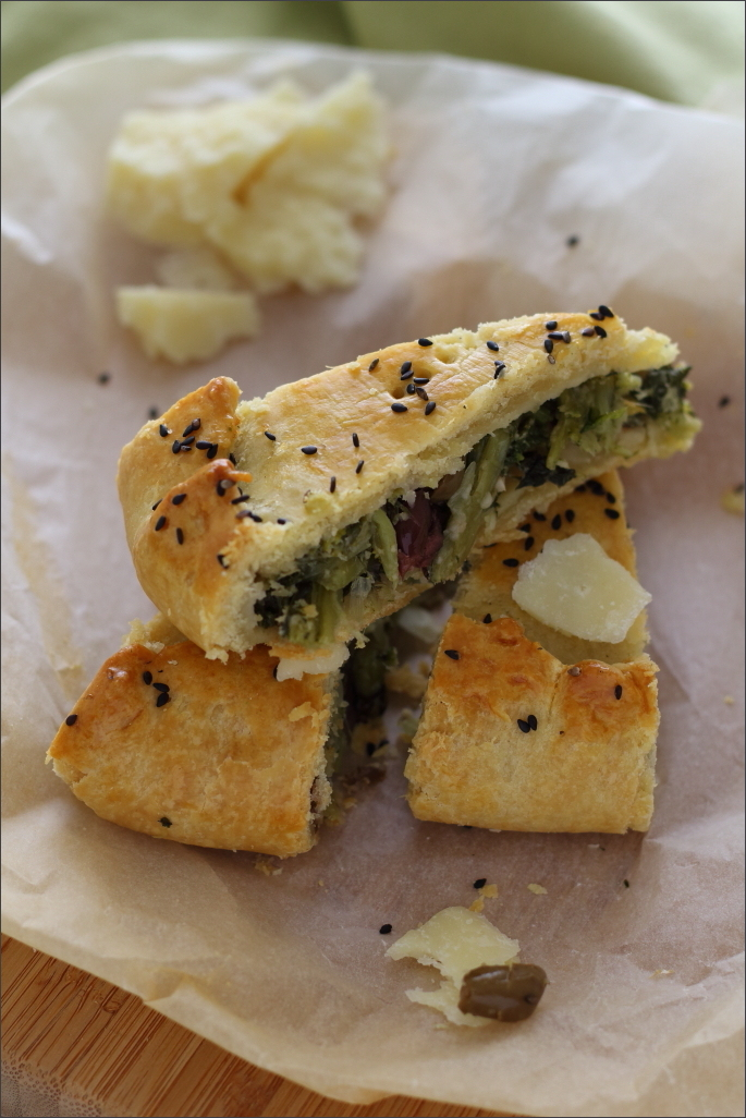 Torta-salata-con-cicoria-e-olive