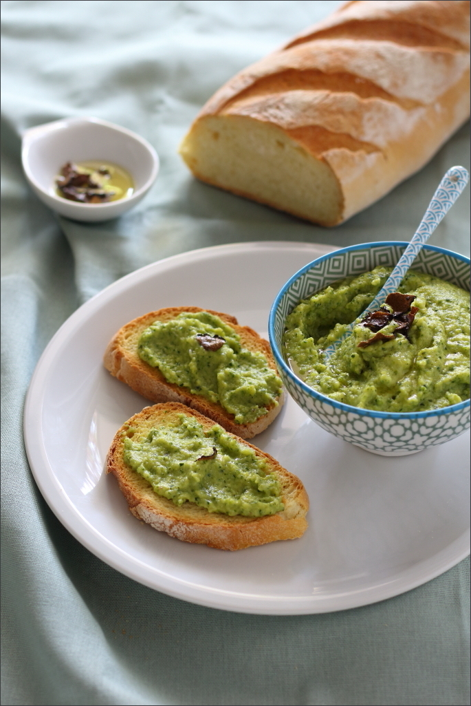 Crostini-con-crema-di-zucchine-e-tartufo