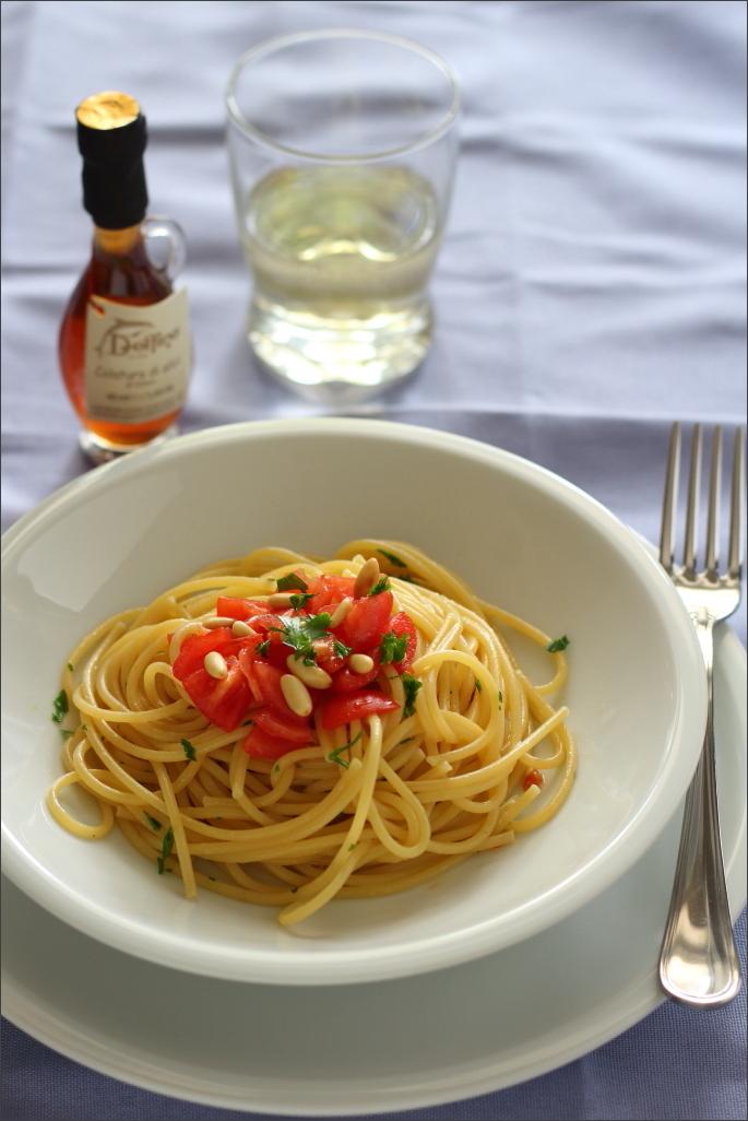 Spaghetti-con-colatura-di-alici-e-pomodorini