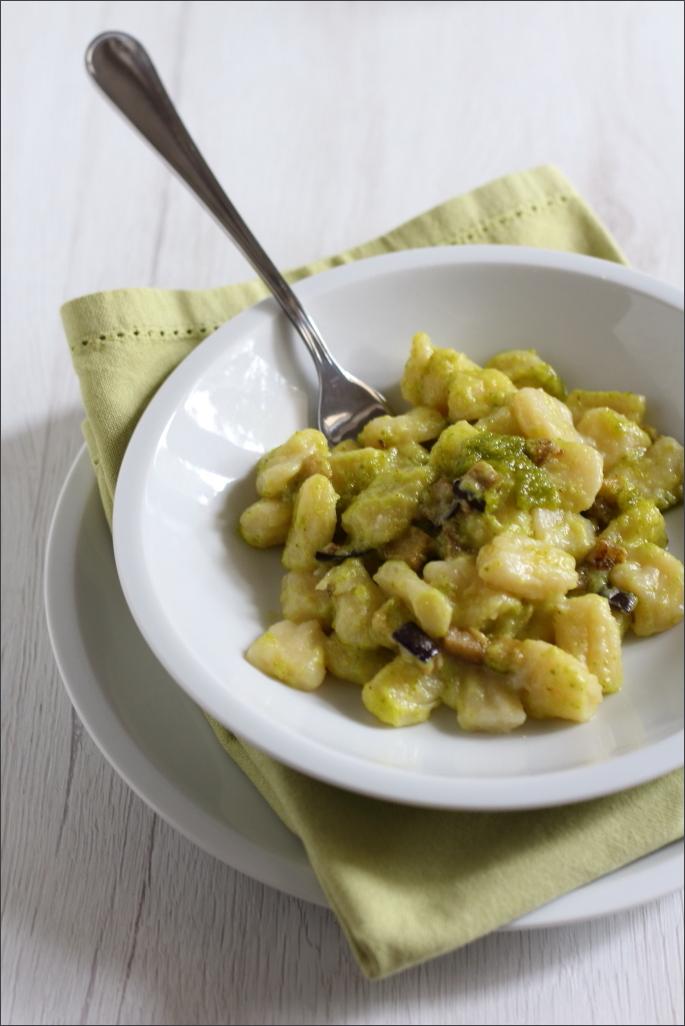 Gnocchi-di-patate-con-melanzane-e-pesto-di-pistacchi