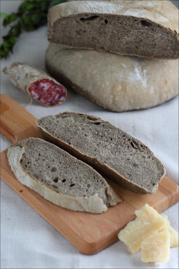 Pane-di-grano-arso e-latte-di-mandorle