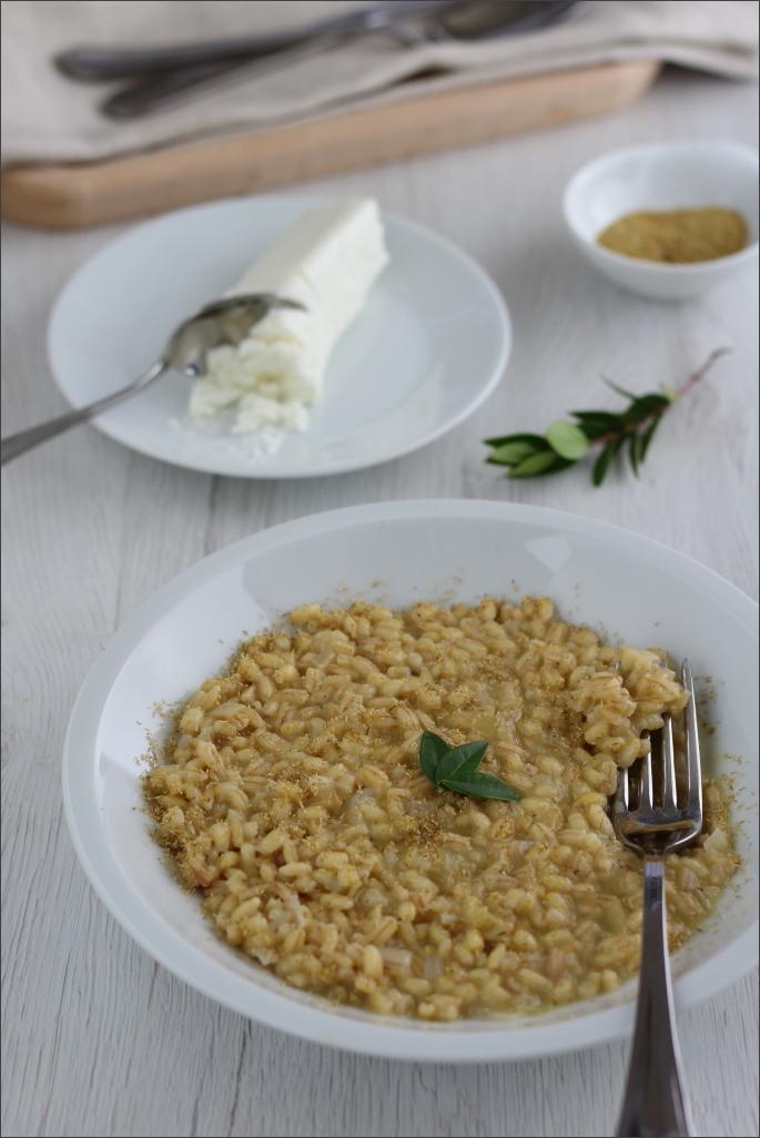 orzotto-con-formaggio-di-capra-e-camomilla