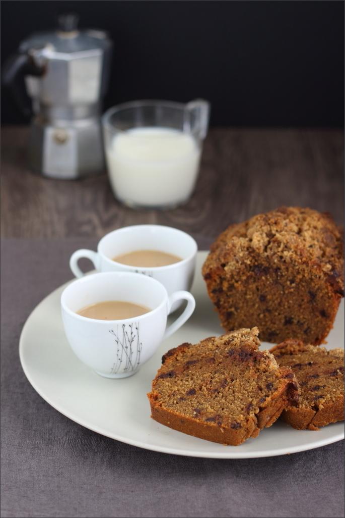 Plumcake-al-caffé-con-gocce-di-cioccolato-e-briciole-croccanti