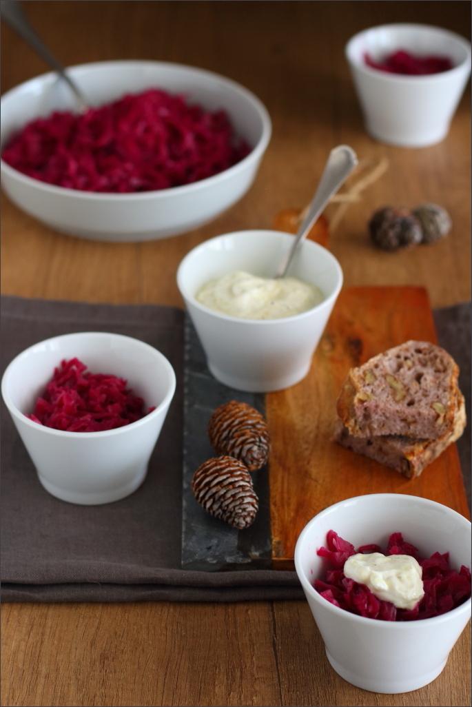 Insalata-di-cavolo-rosso-con-salsina-allo-yogurt