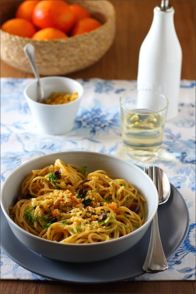 Spaghetti-all'arancia-con-acciughe-olive-e-finocchietto