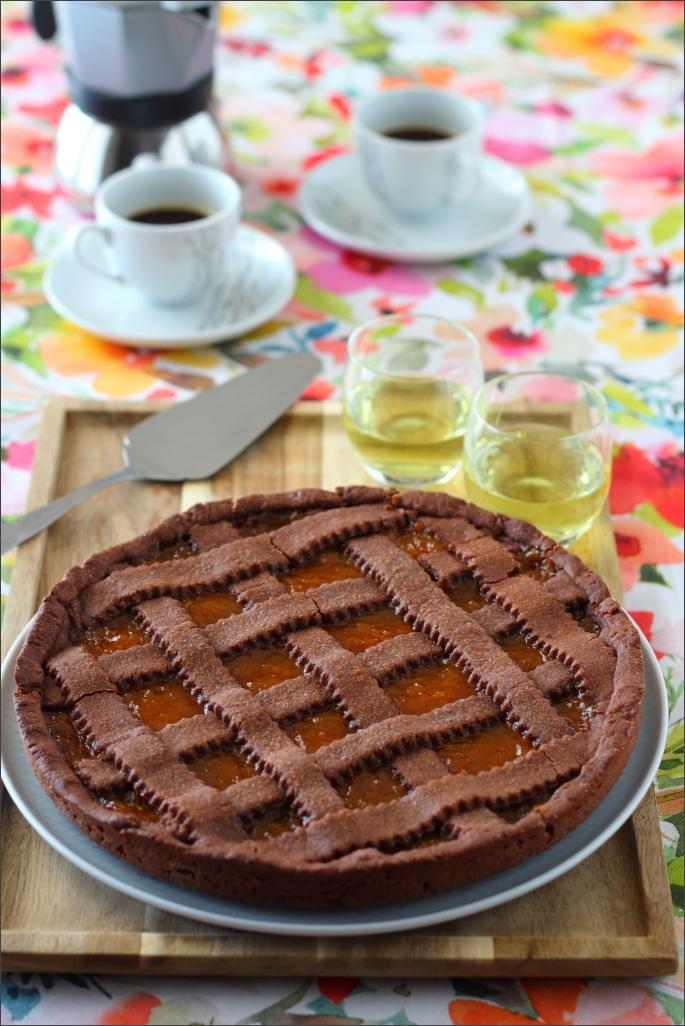 Crostata-al-cacao-con-confettura-di-albicocche