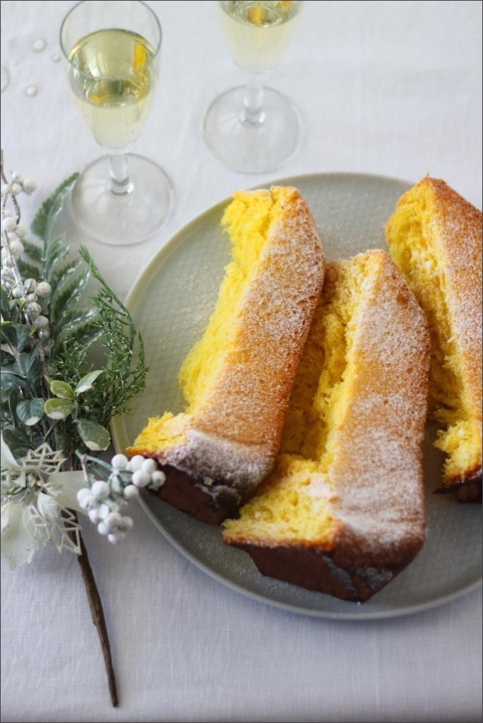 Pandoro-tradizionale-con-licoli