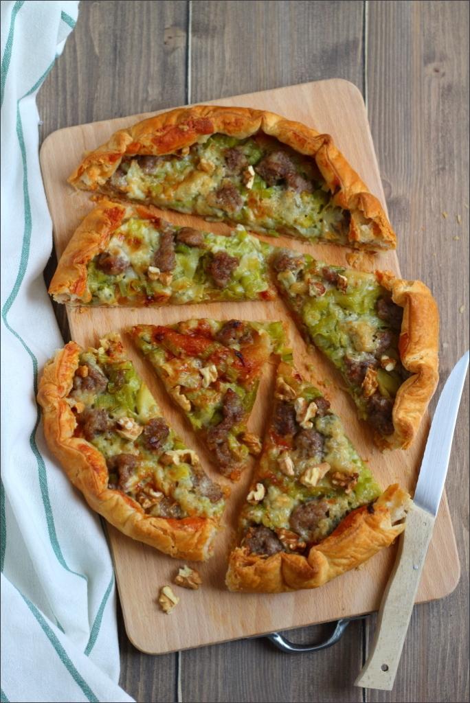 Torta-salata-con-marmellata-di-mele-cotogne-salsiccia-e-gorgonzola