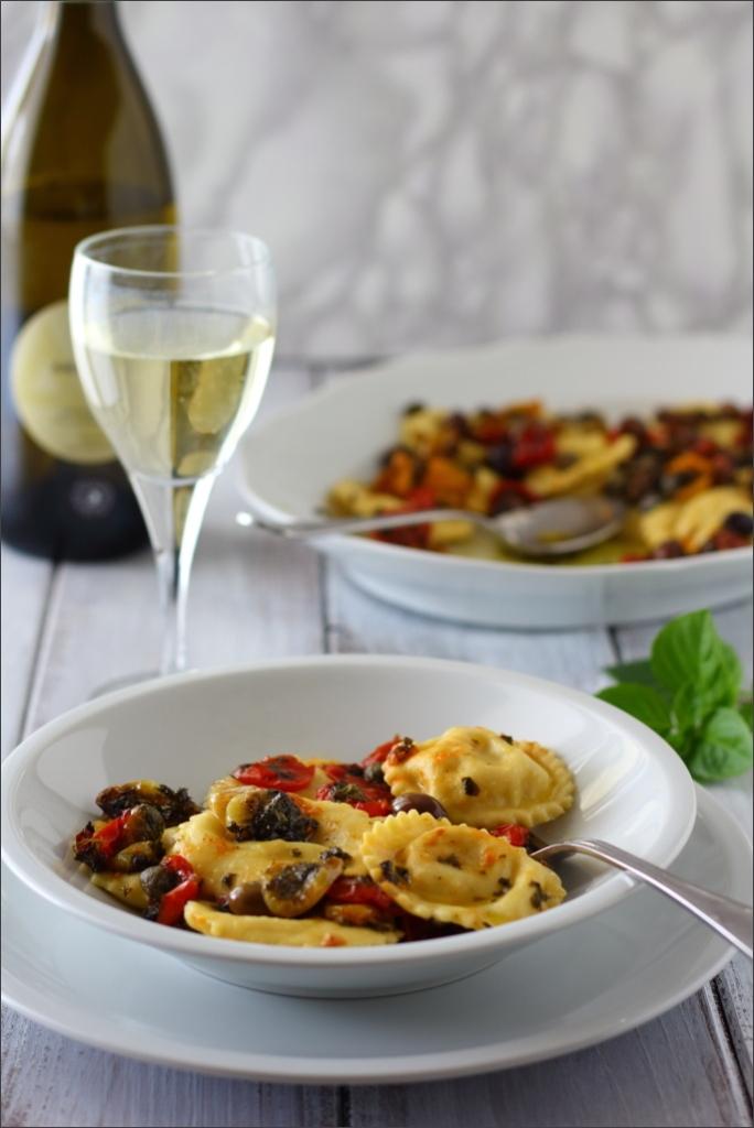 Tortelli-di-baccalà-e-patate-con-pomodorini-confit-olive-e-capperi